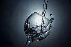 Het glas water of wijn stock foto