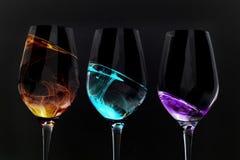 Het glasillusies van de wijn op zwarte Stock Foto
