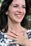 Het glimlachen bruid-aan-is Stock Fotografie