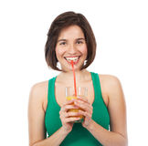Het glimlachen brunette en jus d'orange Royalty-vrije Stock Afbeelding