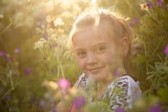 Het glimlachen in de zomer Stock Fotografie