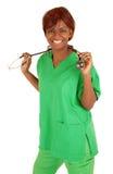 Het glimlachen het Afrikaanse Amerikaanse Stellen van de Verpleegster stock afbeeldingen