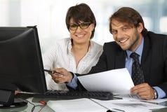 Het glimlachen het bedrijfsmensen werken Stock Afbeelding
