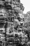 Het glimlachen het gezicht op steentoren bij Bayon-tempel in Siem oogst Kambodja royalty-vrije stock foto