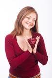 Het glimlachen het hartvorm van de vrouwenholding Stock Foto's