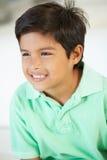 Het glimlachen Jongenszitting op Bank stock foto's