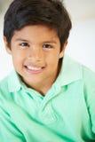 Het glimlachen Jongenszitting op Bank stock fotografie