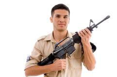 Het glimlachen militair het stellen met kanon royalty-vrije stock fotografie
