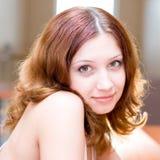 Het glimlachen mooie brunette Stock Foto's