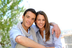 Het glimlachen paarportret stock foto's