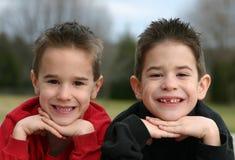 Het Glimlachen van broers stock afbeeldingen