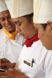 Het glimlachen van chef-koks Stock Foto's
