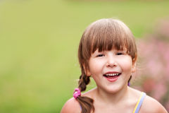 Het glimlachen van het meisje stock afbeelding