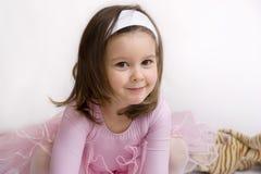 Het glimlachen van weinig ballerina royalty-vrije stock afbeelding