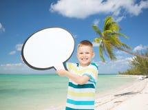 Het glimlachen van weinig jongen met lege tekstbel Stock Fotografie