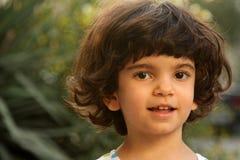 Het glimlachen van weinig wit meisje royalty-vrije stock foto