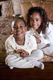 Het glimlachen van zusters stock fotografie