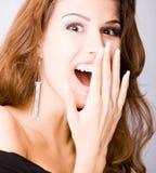 Het glimlachen verraste jonge vrouw Stock Foto's