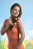 Het glimlachende donkerbruine meisje van Pasen Royalty-vrije Stock Afbeeldingen