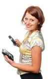 Het glimlachende meisje inspecteert harde aandrijving stock foto