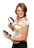 Het glimlachende meisje inspecteert harde aandrijving Royalty-vrije Stock Afbeeldingen
