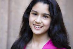Het glimlachende Meisje van de Tiener in openlucht Stock Afbeeldingen