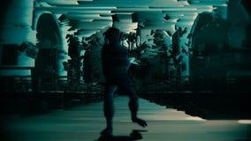 Het glitching, digitaal schepsel nadert de camera stock illustratie