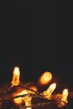 Het gloeien gloeilampenontwerp - de slinger van Kerstmislichten met exemplaar Royalty-vrije Stock Afbeeldingen