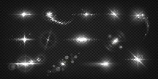 Het gloeien lichteffecten De realistische flitsen en de vonken, ster glanzen en zonnestraal geïsoleerde transparante reeks Glanze stock illustratie