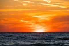 Het gloeien zonsondergang over de horizon van Meermichigan Royalty-vrije Stock Afbeelding