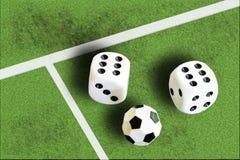 Het gokken met dobbelen en het geld van de voetbalwinst Royalty-vrije Stock Afbeelding