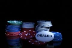 Het gokken van spaanders op de zwarte Royalty-vrije Stock Afbeelding