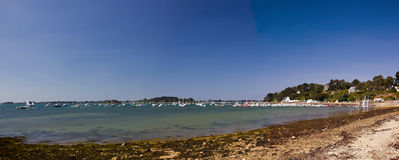 Het Golf van Morbihan - strandpanorama Stock Afbeeldingen