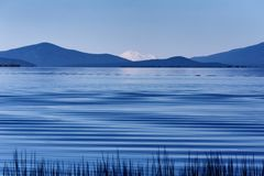 Het golven blauw ginds Stock Afbeelding