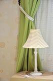 Het gordijn van de lamp en van het venster Royalty-vrije Stock Foto's