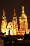 Het gotische Kasteel van Praag in de Nacht Royalty-vrije Stock Afbeeldingen