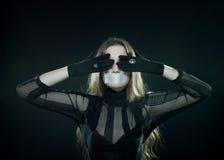 Het gotische meisje met stealed mond royalty-vrije stock foto