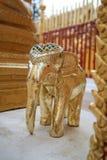 Het goud van het olifantsbeeldhouwwerk Stock Foto