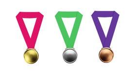 Het goud, zilver, bronsmedailles geplaatst die op een witte 3D illustratie worden geïsoleerd als achtergrond geeft terug Stock Fotografie