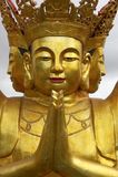 Het gouden beeld van Boedha, Pagode bij chanteloup, amboise, de Loire vallei, Frankrijk Stock Afbeelding
