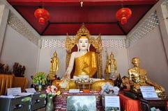 het gouden beeld van Boedha in Thailand Stock Afbeeldingen