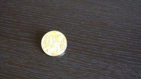 Het gouden bitcoinmuntstuk met schittert lichten aanzet het van de achtergrond lijstmunt concept stock videobeelden