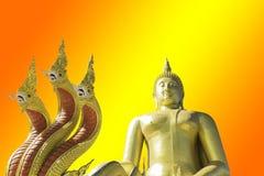 Het gouden Boeddhisme van Boedha op een Geel achtergrond of een behang royalty-vrije stock foto