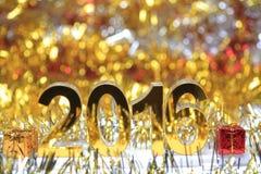 Het gouden 3d digitale pictogram van 2016 met giftdoos Stock Foto