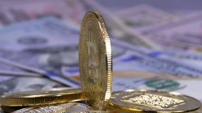 Het gouden Ethereum-Muntstuk, ETH en de Rekeningen van Dollars roteren stock video