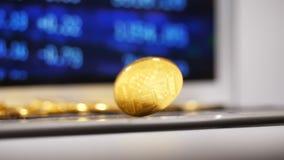 Het gouden Glanzen Bitcoin ModelTwists en trekt Meer Gebruikers aan stock video