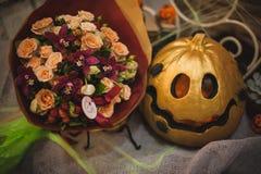 Het gouden Halloween-decor van de pompoenherfst Stock Afbeeldingen