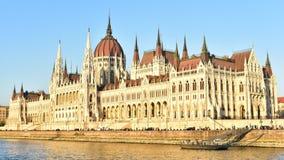 Het gouden Hongaarse Parlementsgebouw stock foto