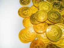 Het Gouden muntstuk met bitcoinsymbool Fysiek beetjemuntstuk Digitaal Royalty-vrije Stock Afbeeldingen