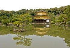 Het gouden paviljoen van Kyoto stock afbeeldingen